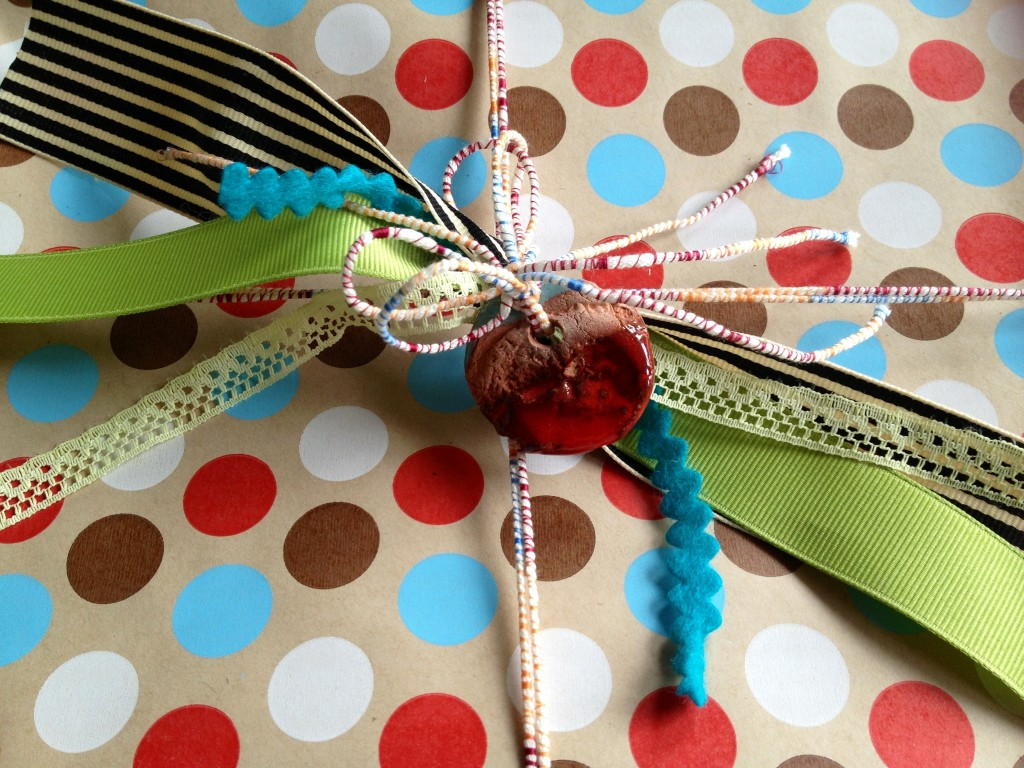 scrappy junk bow 11 creatively simple gift wrapping ideas