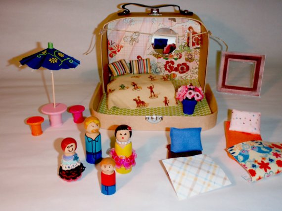 tiny suitcase dollhouse peg dolls