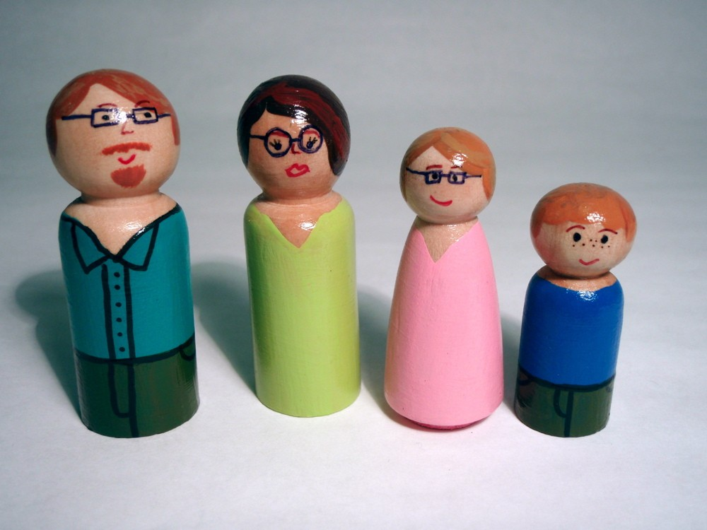 wooden peg people family