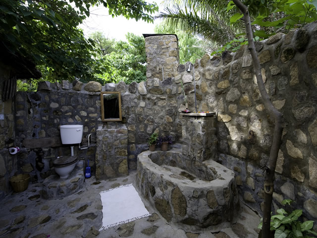 4-outdoor-bathroom