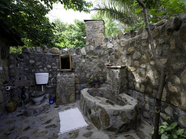 4-outdoor-bathroom