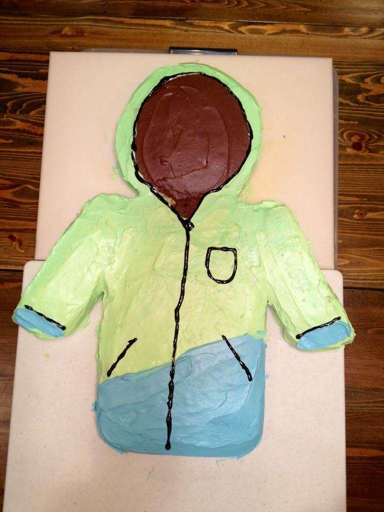 ski jacket cake, cake ideas for boys