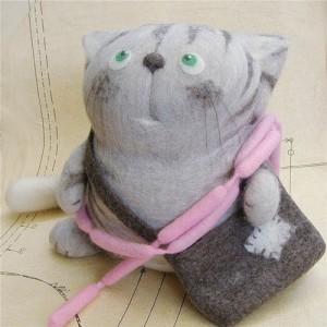 felt cat with purse