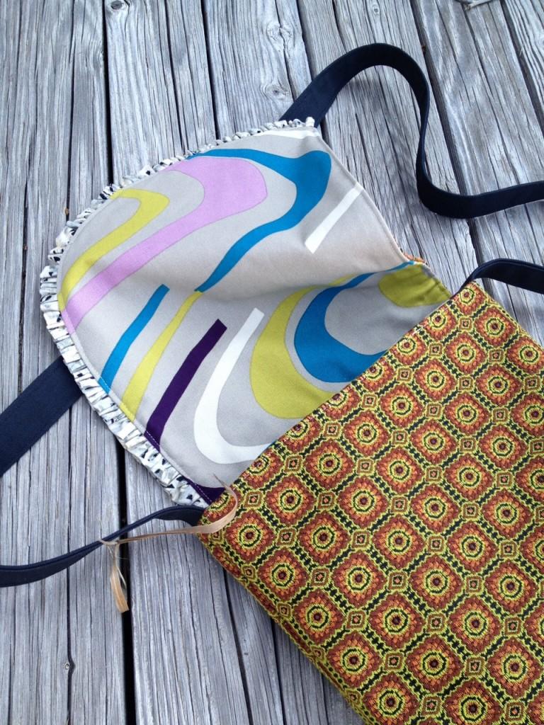 inside ruffle messenger bag