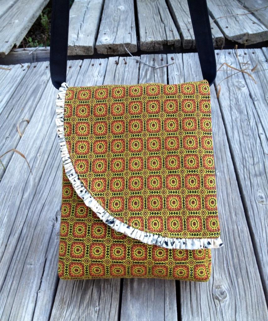 ruffle edge small messenger bag