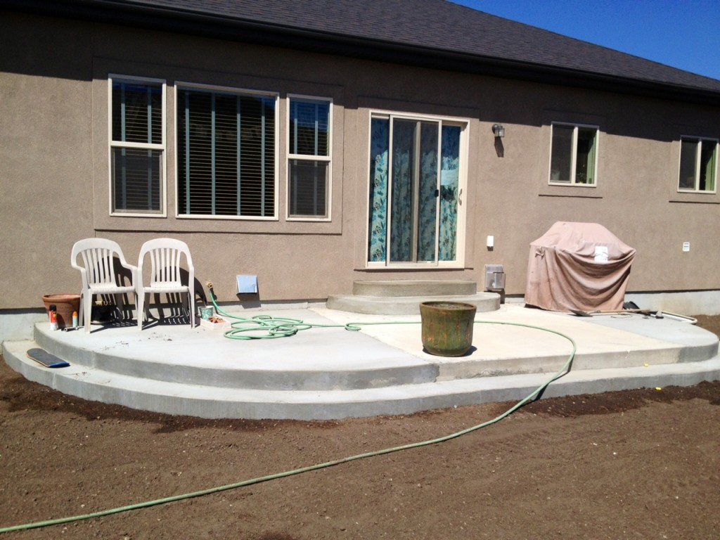 rounded cement patio