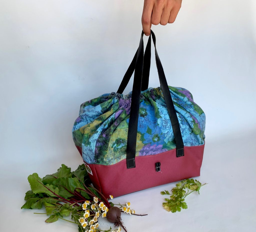 Perfect bag for a bicycle cruise to your local farmers market for some fresh veggies.